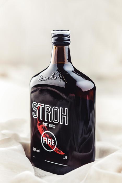 Stroh-Fire-Rumflasche-Cristallo